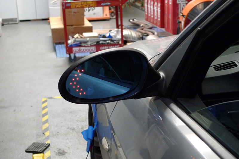 Red Arrow LED Turn Signal Mirror Glass For 98-01 Mercedes Benz W463 M ML Class
